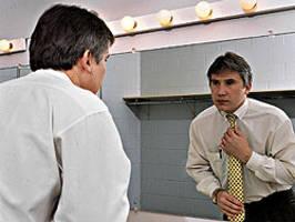 photo consultant type ajustant sa cravate